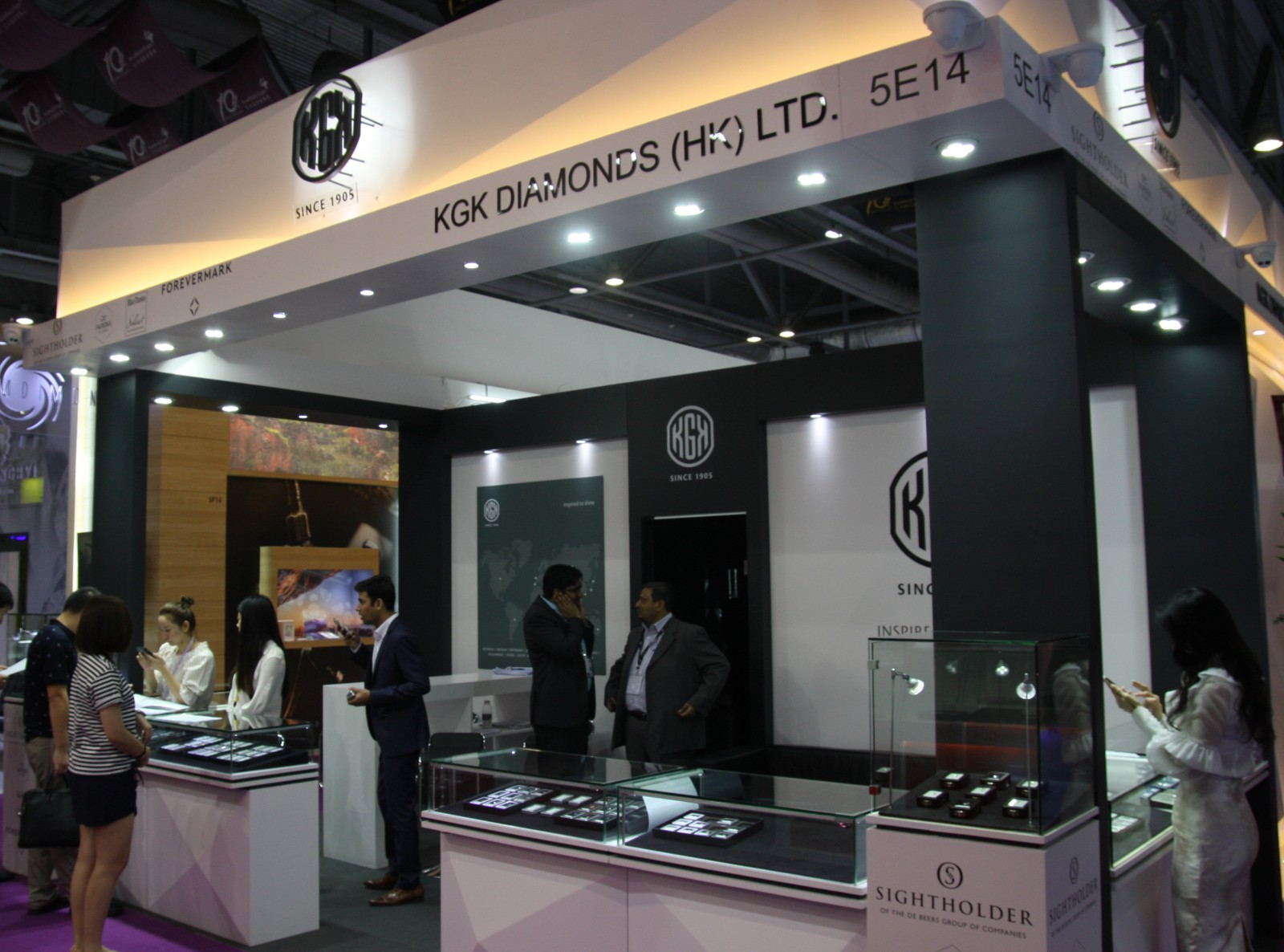 KGK Diamonds booth at Hong Kong Jewellery Show Sep 2016KGK Diamonds booth at Asiaworld- Expo Hong Kong Sep 2016