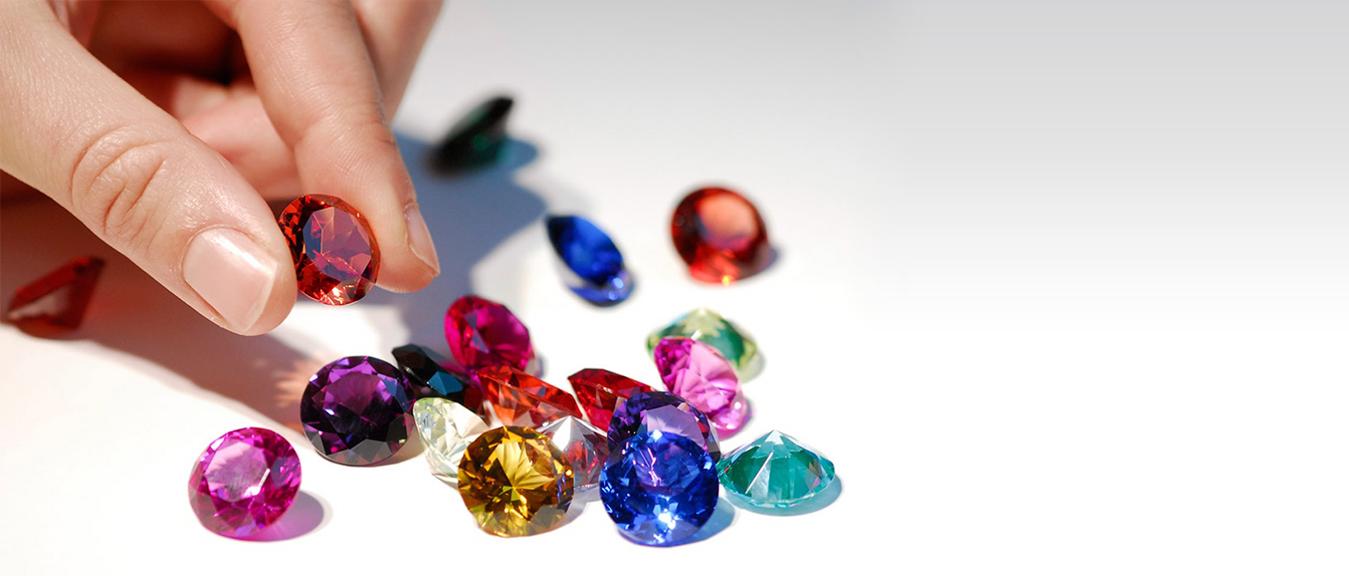 Dokážeš identifikovať uvedené drahé kamene, polodrahokamy, minerály a horniny?